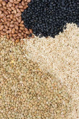 lentils: Crudo frijoles, las lentejas y el arroz como un fondo de