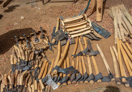 Hammer, sickle, hoe and other tools for field work in a market in Sudan, Africa 版權商用圖片