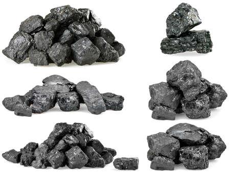Set Haufen Kohle auf weißem Hintergrund.