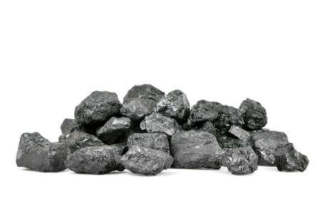 carbone: Mucchio di carbone isolato su sfondo bianco.