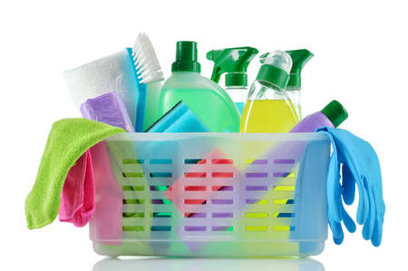 Cleaning products and supplies in a basket  Cleaners, microfiber cloths, gloves  in a basket isolated on white background  Cleaning kit  Banque d'images