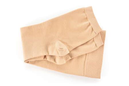 Kniehohe medizinische Kompressionsstrümpfe auf weißem Hintergrund. Für die Behandlung von Krampfadern.