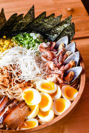 Super Mega Seafood and Chashu Pork Ramen 免版税图像