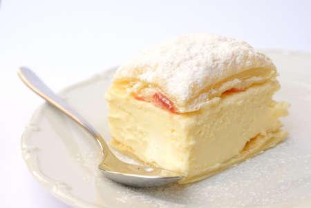 vanilla pudding: Sweet dessert of puff pastry and vanilla pudding