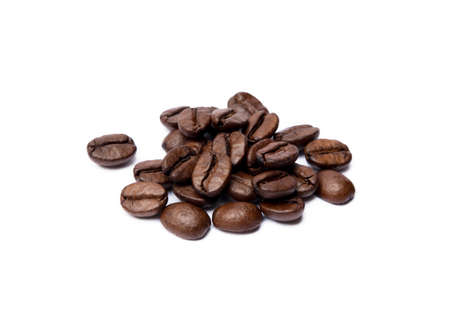 Roasted coffee beans isolated on white background Banco de Imagens - 155593542