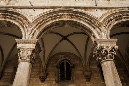 symetry: Dubrovnik pillar