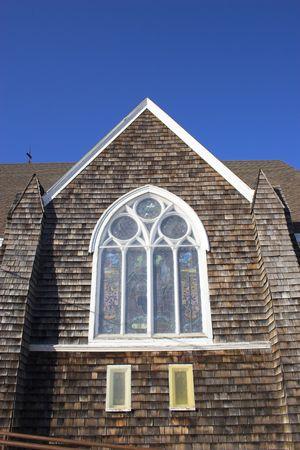 cedar shakes: Fragmento de la hist�rica iglesia de madera con paredes y techo shingled Foto de archivo