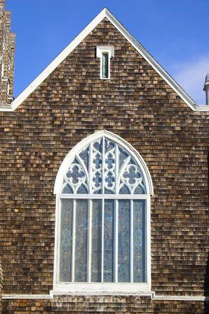 cedar shakes: Fragmento de la hist�rica iglesia de madera con paredes y techo shingled