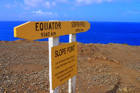 Signpost at the Slope Point stating that this is the southernmost point of the South Island of New Zealand Imagens