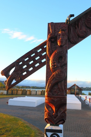 Traditional Maori carving at the entrance gate to a cemetery in Rotorua, North Island, New Zealand Stock Photo