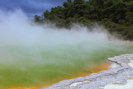 Beautiful volcanic hot spring in Rotorua, New Zealand Imagens
