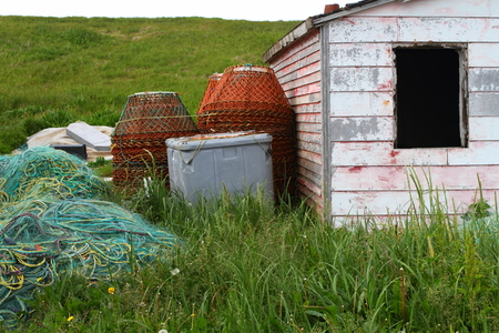 Rustic fishing shed and fishing equipment on the coast of Newfoundland, Canada Imagens