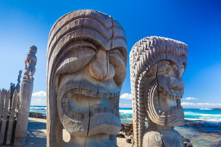 hawaii beach: Traditional Hawaiian wood carving of guards at ancient Hawaiian site Puuhonua O Honaunau National Historical Park on Big Island, Hawaii