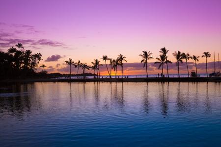 the big: Hermosa puesta de sol en la playa de Hawai, Isla Grande Foto de archivo