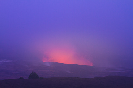 volcanic eruption: Beautiful glow from volcanic eruption at night on Big Island, Hawaii