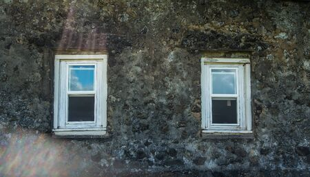 マウイ島、ハワイ Keanae 時点で古い教会の窓の眺め。