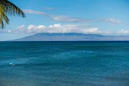 ラナイ島、ハワイのマウイ島からの眺め。
