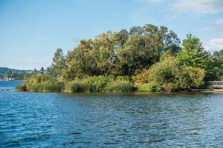 A view of a small island at Gene Coulon Park in Renton, Washington. Фото со стока - 87099077