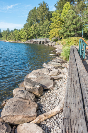 A view of the shoreline at Gene Coulon Park in Rehton, Washington. Фото со стока - 87603804