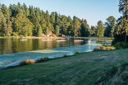 スワード公園、ワシントン湖にボートを漕ぐビュー。 写真素材 - 87978162
