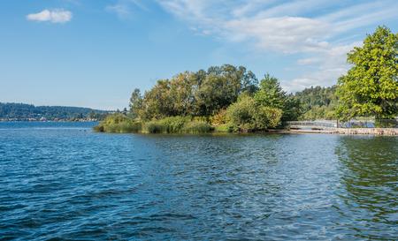 A view of a small island at Gene Coulon Park in Renton, Washington. Фото со стока - 88034479