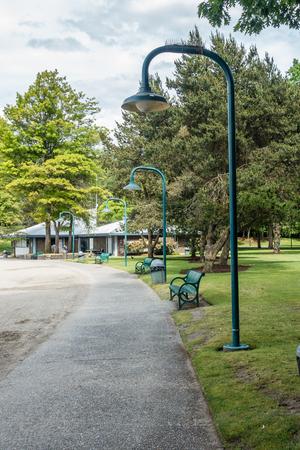 A view of a walkway at Gene Coulon Park in Renton, Washington. Фото со стока - 103598153