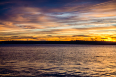A veiw of wispy clouds at sunset over the Puget Sound. 스톡 콘텐츠