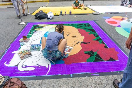 REDMOND WA., USA  -AUGUST 16,  2019: The firsft day of Chalkfest event. A view of the beginnigs of artistiic expressions. 新聞圖片