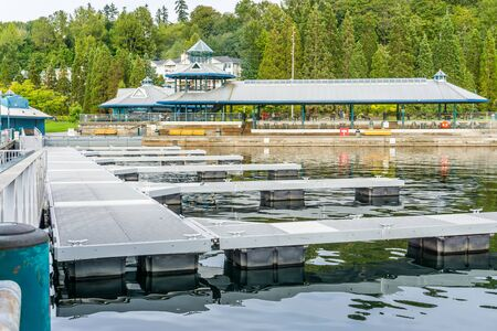A view of the dock at Gene Coulon Park in Renton, Washington. Фото со стока - 132485834