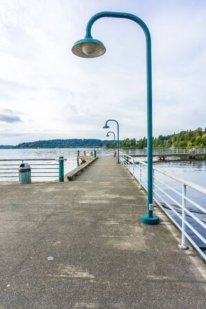 A walkway on a pier at Gene Coulon Park in Renton, Washington. Фото со стока - 133035473