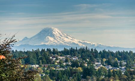 A landscape view of Mount Rainier from Burien, Washington in the fall. Stock fotó