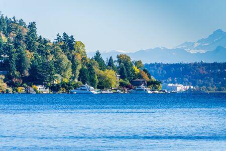 A view of the shoreline of Mercer Island, Washington. 写真素材