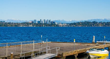 A view of the Bellevue skyline acroos Lake Washington. 写真素材