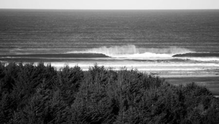 Off-shore winds create shaopy waves in Long Beach, Washington. Stockfoto