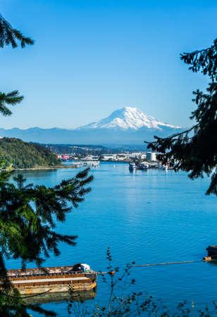 an illustraion of the Port of Tacoma and Mount Rainier.