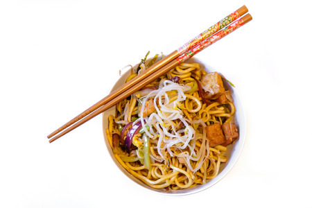 Detail of delicious Chinese noodles food on white background. Standard-Bild