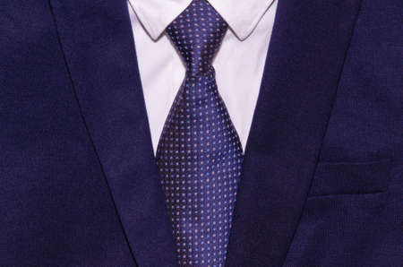 白いシャツとネクタイのビジネスマンのスーツ
