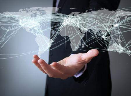 Trafic aérien notion: connexions mondiales sur la carte d'affaires main Banque d'images - 33476470