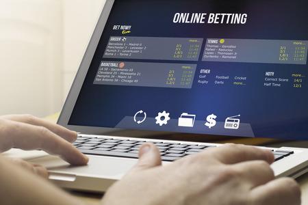 中毒の概念: オンライン賭博にコンピューターを使用して 写真素材