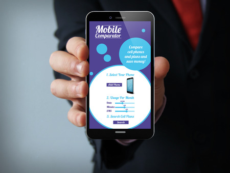 nieuwe technologieën business concept: zakenman hand houden van een 3d geproduceerd touch telefoon met mobiele online vergelijker op het scherm. Screen graphics zijn opgebouwd.