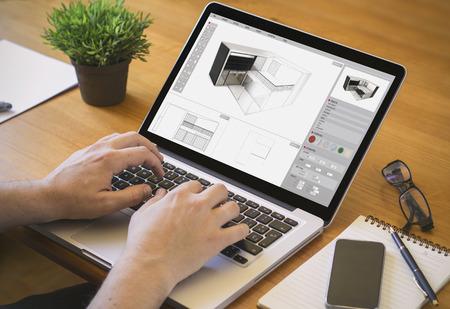 직장에서 건축가. 아키텍처 소프트웨어와 함께 노트북에 근무하는 남자의 확대 평면도.