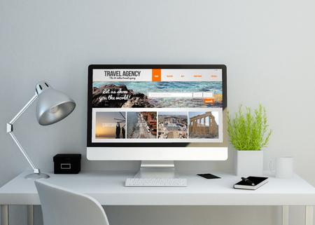 moderner, sauberer Arbeitsbereich Mockup mit Reisebüro-Website auf dem Bildschirm. 3D-Darstellung. Alle Bildschirmgrafiken setzen sich aus. Standard-Bild