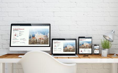 画面上の新鮮なデザインのウェブサイトとマルチ デバイスのデスクトップ。3 d レンダリング。