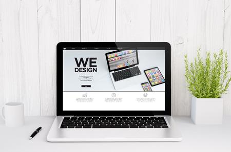 웹 디자인 화면 테이블에 노트북의 3D 렌더링 스톡 콘텐츠