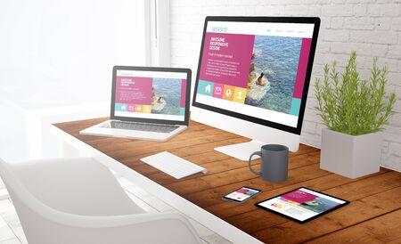 responsive design concept: uitzicht op tablet, computer, laptop en touchscreen smartphone op een desktop. 3D-rendering.