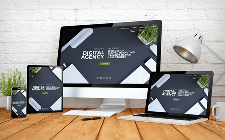 3D-rendering met multidevices met coole responsieve website van digitale bureaus Stockfoto