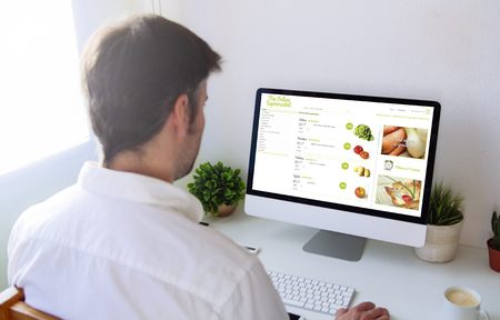 Man shopping groceries online on computer Banque d'images