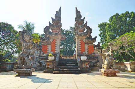 balinese: Guardian gods in front of Kori Agung (Balinese gate) Stock Photo
