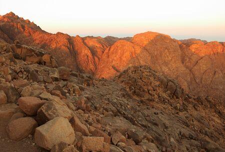 monte sinai: Santo Monte Sina� en tierra en la madrugada