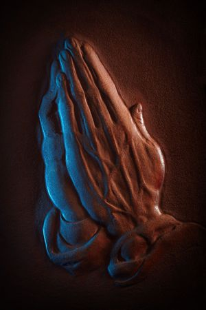 sculpted: Leer gebeeldhouwd in de vorm van het bidden van de handen